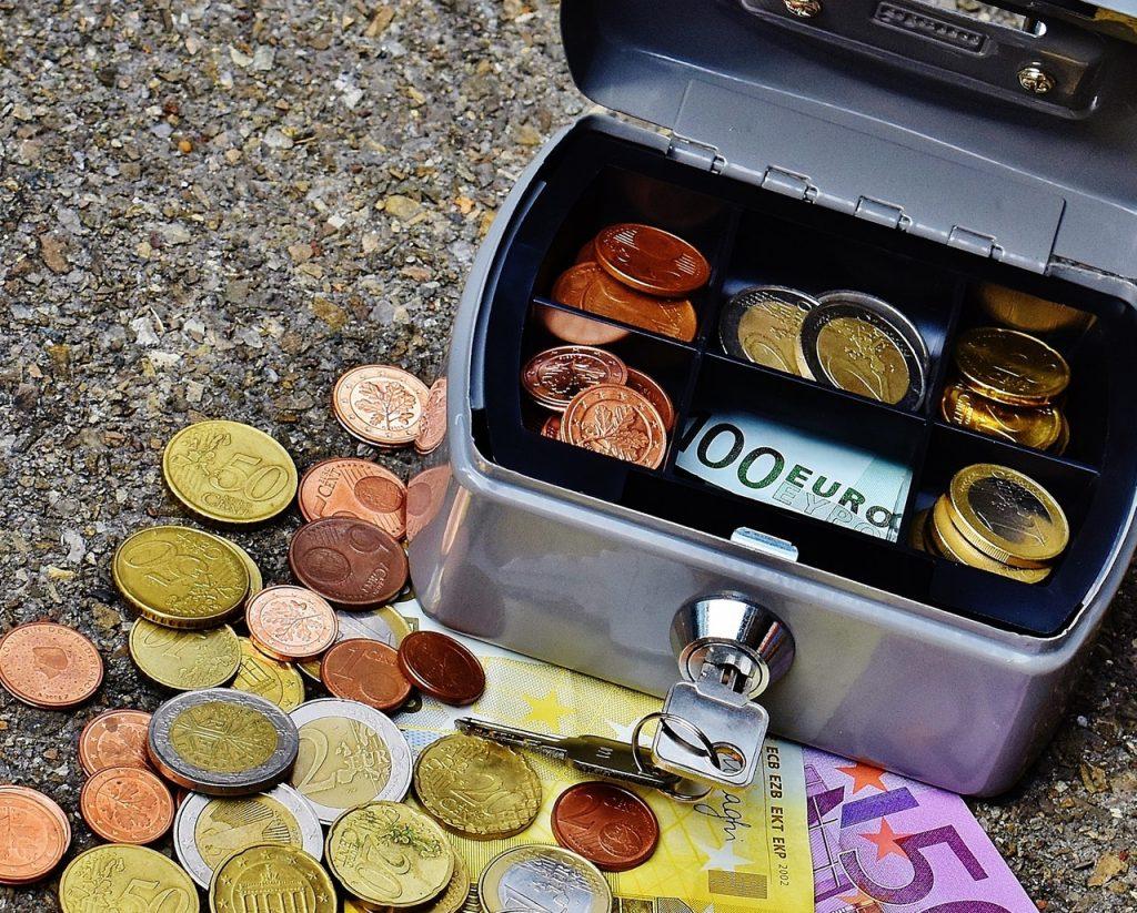 bank-banknotes-bills-box-210622