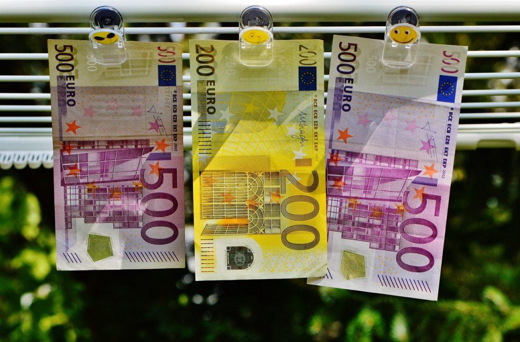 200-euro-between-500-euro-164529