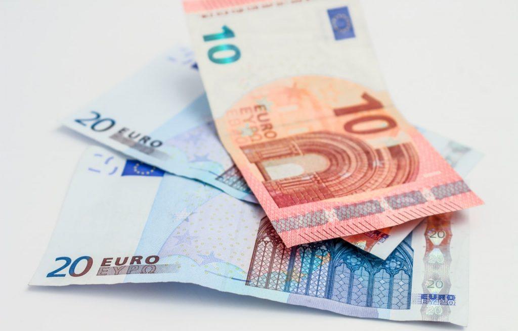 money-bills-currency-euros-45112