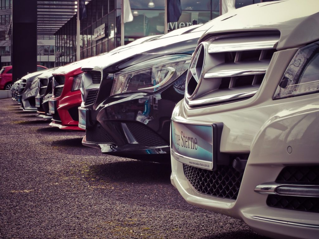 mercedes-benz-parked-in-a-row-164634